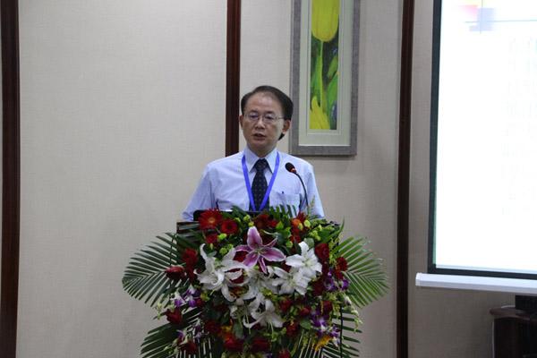 中华林学会理事杨宏志做《森林与社会:搭座沟通的桥》的报告