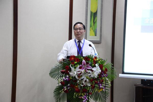 中国林学会副理事长、东北林业大学校长杨传平做《全面停伐后国有林区改革发展与民生问题—以黑龙江省国有林区为例》的报告