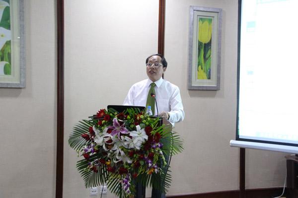 中国林学会常务理事刘拓做《关于新形势下大陆农村林业改革发展问题的思考》的报告