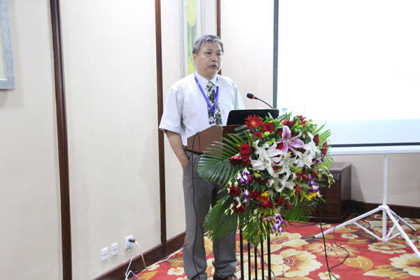 中华林学会常务监事、台湾大学森林系教授邱祁荣做《森林产业与绿色经济》的报告
