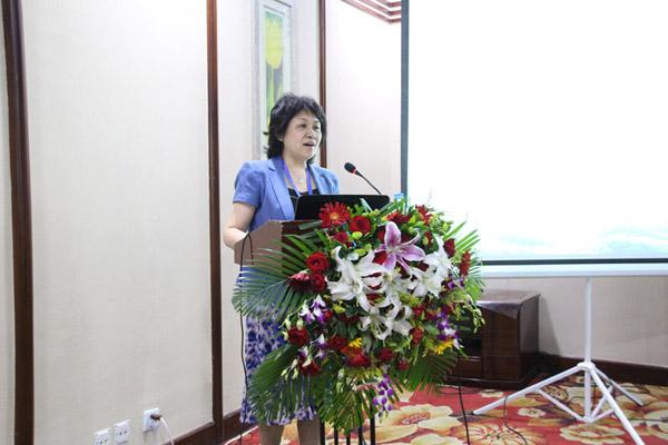 中国林学会理事、中国林业经济学会常务理事戴广翠做《林业绿色经济与绿色核算》的报告