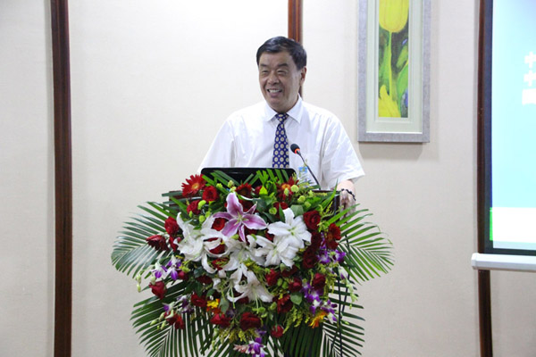 中国生态文化协会副秘书长蔡登谷做《森林文化与生态文明》的报告