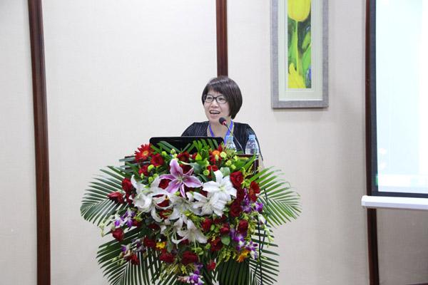 中华林学会会员、林业试验所组长吴孟玲做《都市林生态服务与树木疗愈规划》的报告