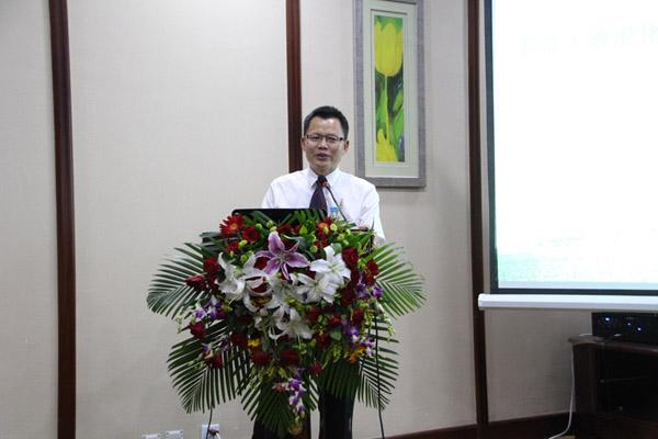 中国林学会理事、昆明勘察设计院院长唐芳林做《长江上游流域退化生态系统恢复重建技术》的报告
